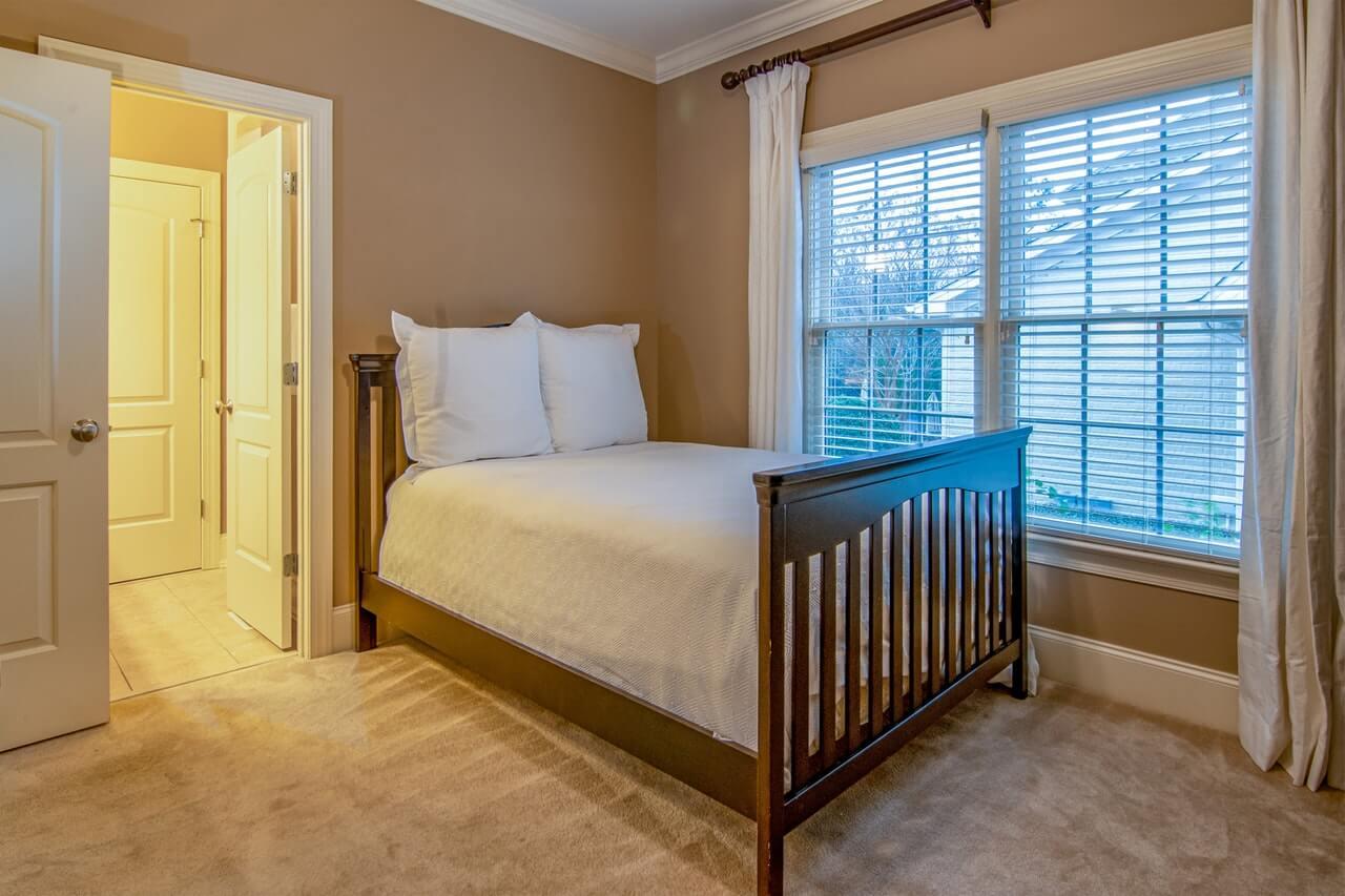 Firanki i rolety do sypialni